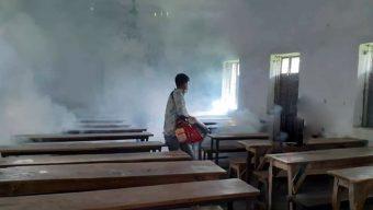 পটুয়াখালীতে ডেঙ্গু প্রতিরোধে স্কুলে ছিটানো হচ্ছে মশার ওষুধ